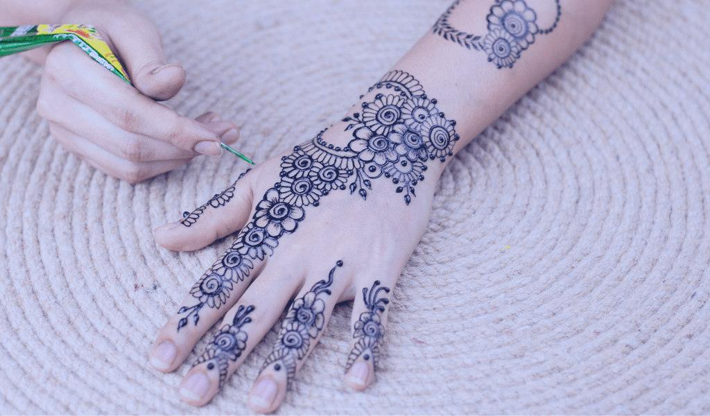 como-hacer-un-tatuaje-henna