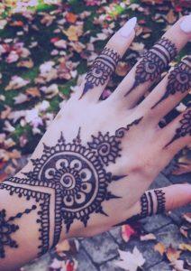 moda-henna-mano