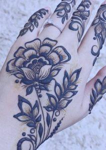 flores-mano-tatuaje