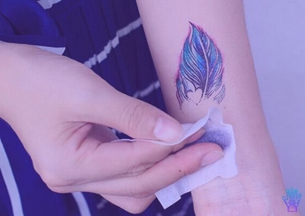como quitar tatuajes temporales o henna